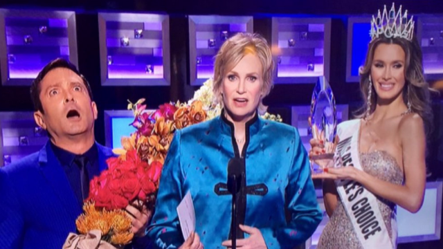 Jane Lynch pulled a Steve Harvey at the People's Choice Awards.