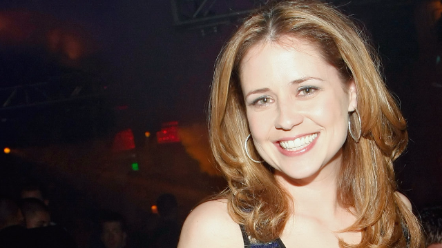 Jenna Fischer Handles a Wardrobe Malfunction Like Pam from The Office Would