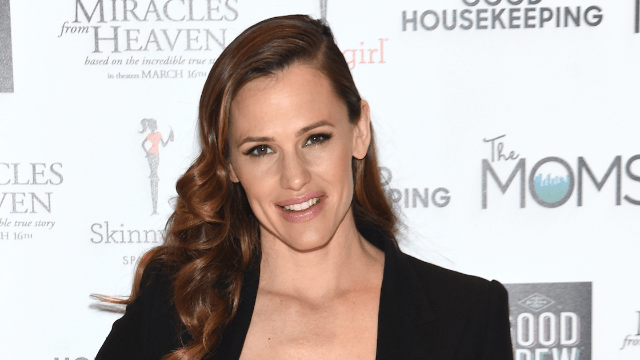 Jennifer Garner may be dating her accountant, the only person more boring than Ben Affleck.