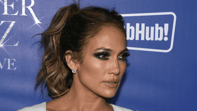 Jennifer Lopez showed us her makeup-free selfie and it just isn't fair.
