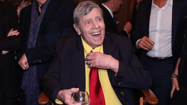 Celebrities mourn the loss of 'comedic icon' Jerry Lewis.