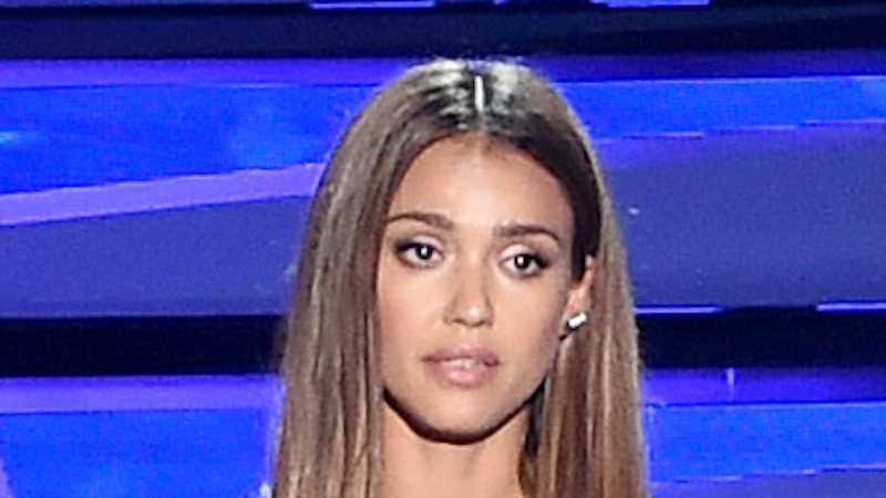 Jessica Alba gets extremely emotional at the Teen Choice Awards as she calls for an end to gun violence.