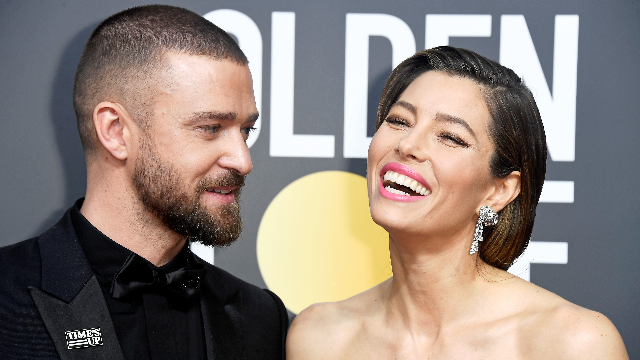 Jessica Biel showed off her gray hair at the Golden Globes. Or she forgot to get her roots done.