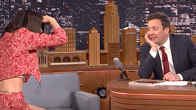 Kendall Jenner turns Jimmy Fallon into a hilarious fashion model on 'The Tonight Show.'