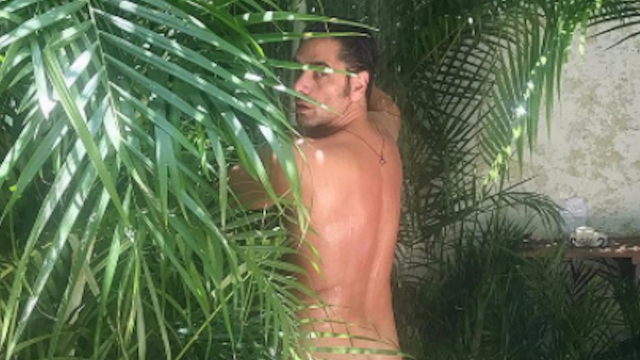 John Stamos' butt just made its Instagram debut and have MERCY.