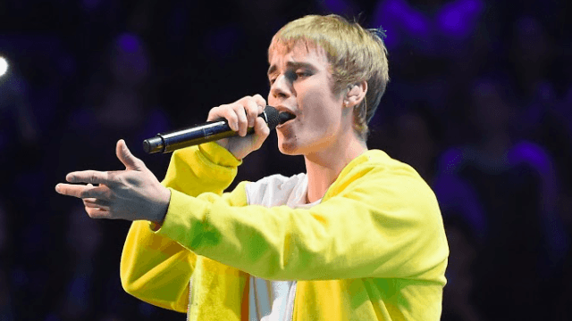 Justin Bieber admits he doesn't know 'Despacito'; gets pelted with a water bottle.