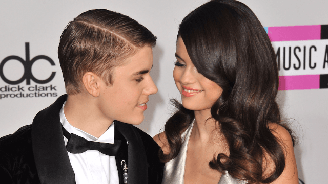 Justin Bieber and Selena Gomez were seen hanging out again and the internet is on fire.