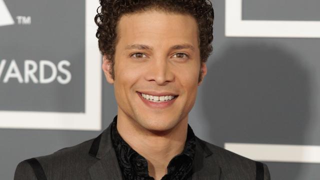 14 funny tweets by Justin Guarini of 'American Idol.'