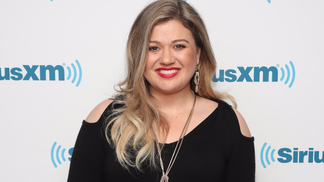 Kelly Clarkson scolds trolls who shame her for her weight: 'This is who I am and I'm happy.'