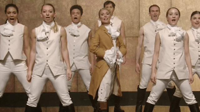 Kelly Ripa revealed her Hamilton costume with a hilariously cringeworthy musical number.
