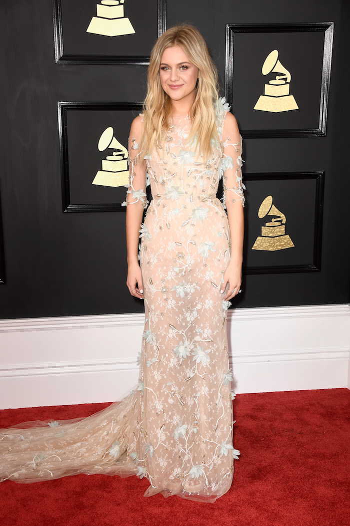 Much like Elle King, Kelsea Ballerini is also a fairy flower princess, but her lack of accessories makes it much more subtle. Like a grown up fairy flower princess. Like a fairy flower princess who is going to see a Stevie Nicks show.