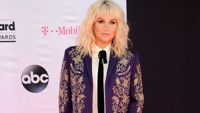 Kesha shows off freckles in makeup-free selfie. The internet is obsessed.
