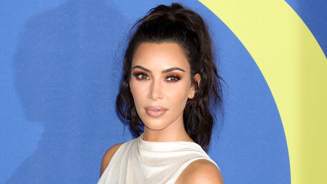 People react to Kim Kardashian wearing 'blackface' on magazine cover and blaming the lighting.
