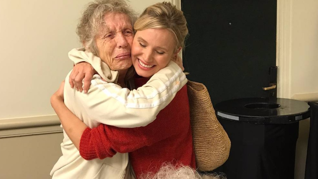 Kristen Bell helped the seniors at her Hurricane Irma hotel and now they're all BFFs.