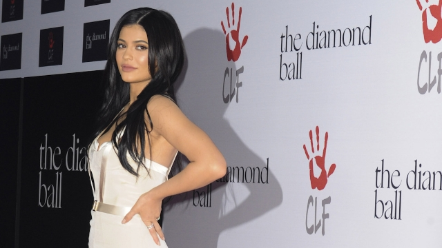 15 reactions to photos of quarantined Kylie Jenner looking unrecognizable without makeup.