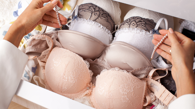Lingerie ad campaign is Photoshop-free and features models with curves and stretchmarks