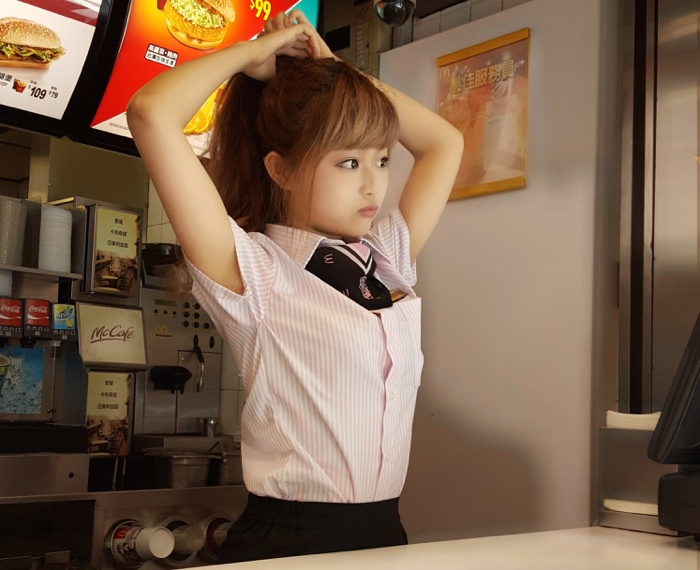 This doll-like Taiwanese McDonald's employee is bewitching the Internet's sweatiest dudes.