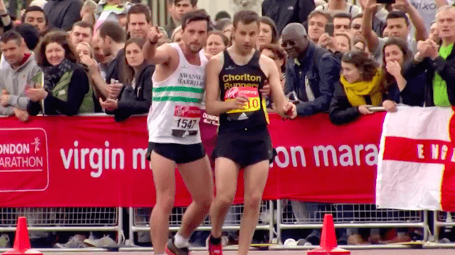 London Marathon Runner Helps Exhausted Athlete Across Finish Line Because Sportsmanship Matters