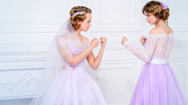 Maid-of-honor asks if she can bail on best friend's wedding a week in advance. Internet weighs in.