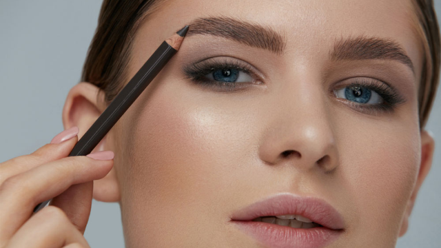 Makeup Artist Paolo Bellesteros Transforms Himself Into Famous Women.