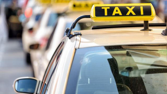 Man gets shock of his life after offering to help elderly cab driver with his phone.