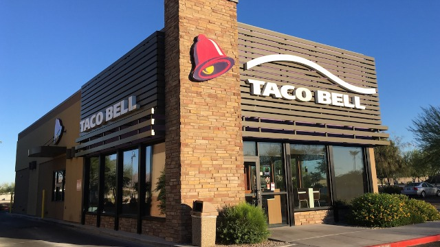 Video of man getting fired from Taco Bell over 'Black Lives Matter' mask has sparked discussion.
