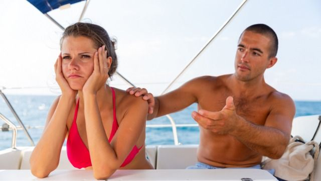 Man asks if he was wrong not to notice girlfriend couldn't afford meals on vacation.
