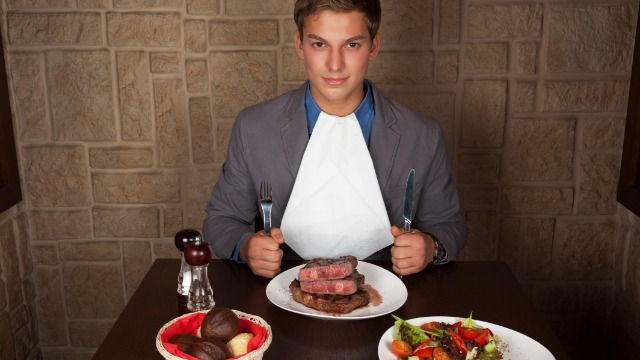 Man asks if it was wrong to put sauce on expensive cut of steak girlfriend prepared.