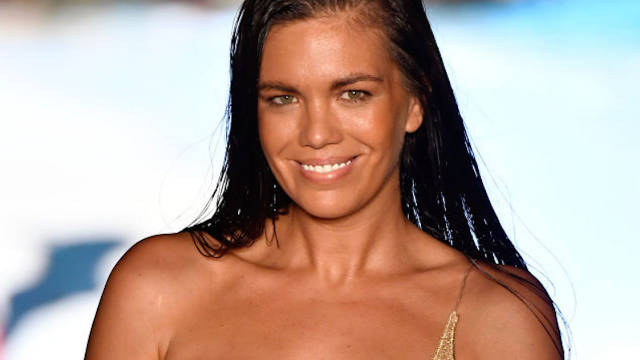 People trashed this model for breastfeeding on the runway. Then her best friend stepped in.