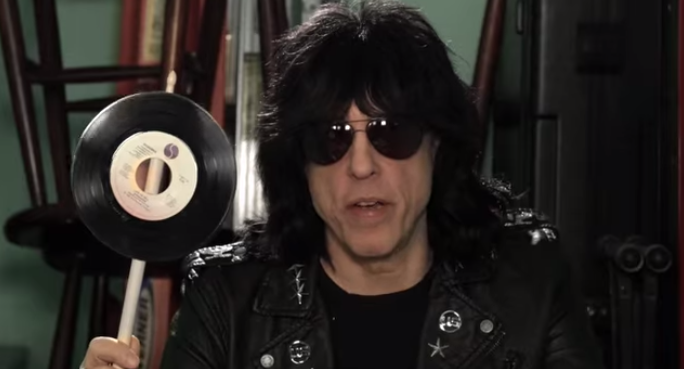 Marky Ramone wants you to swat people who use their smartphones at concerts.