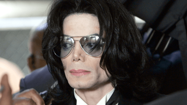 Michael Jackson's ex slams report alleging he had a collection of photos of naked children.
