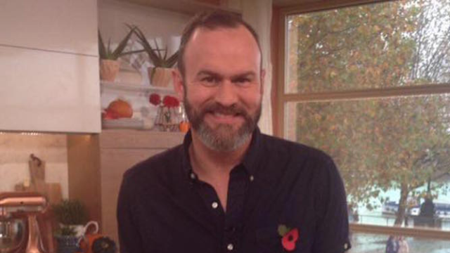 Michelin-rated chef Glynn Purnell responds to customer who left one-star review, dices her complaints into mincemeat.