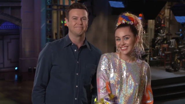 Miley Cyrus debates whether or not to wear clothes on 'SNL' with Taran Killam.