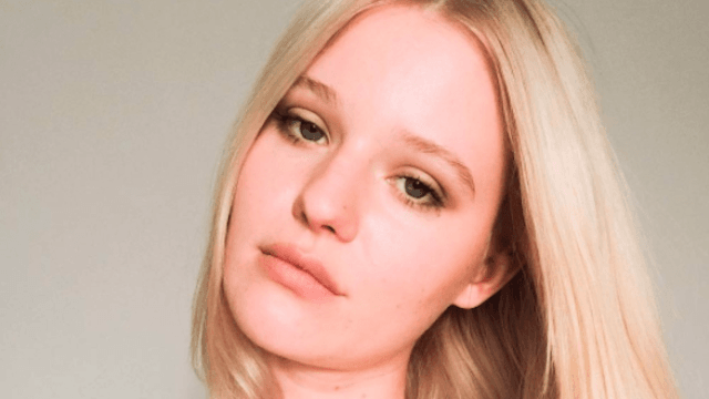 Model who posed with unshaven legs is fighting back against brutal commenters.