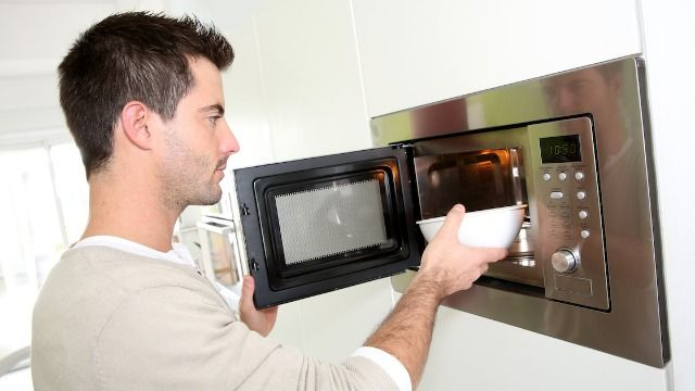 Mom asks if she's wrong to make husband eat frozen meals since he microwaves everything.