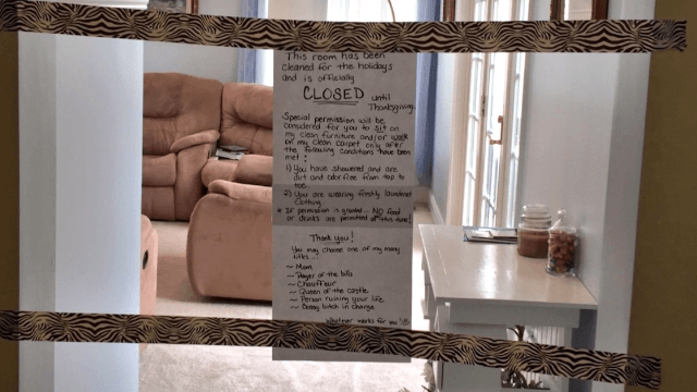 Mom shuts down her 'clean' living room until Thanksgiving, leaves hilariously threatening note.