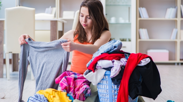 Mom mocked for complaining on Facebook about ex-husband not folding the clothes he washed for her.