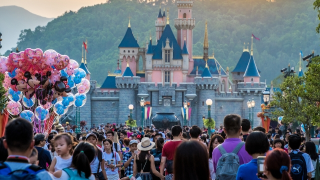 Mom complains that childless couples shouldn't be allowed in Disney World.