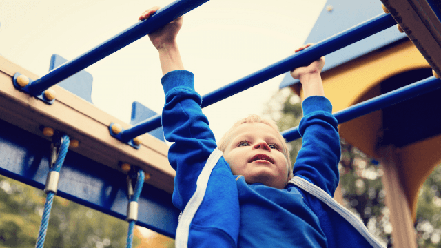 Mom writes hilarious post thanking stranger for scolding her kid on the playground.