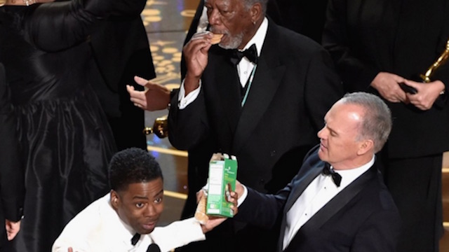 Morgan Freeman was so excited about Girl Scout cookies at the Oscars, he didn't even wait until he got off stage.