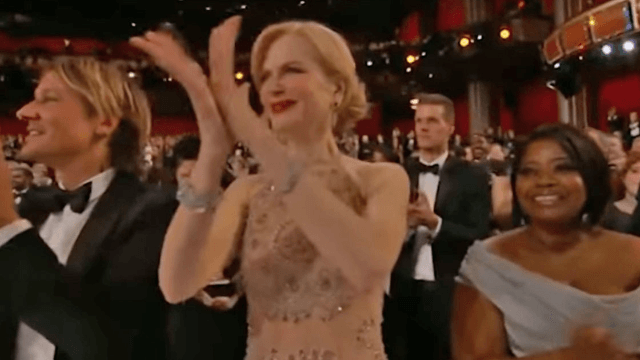 The most curious theories about Nicole Kidman clapping like an alien pretending to be a human.
