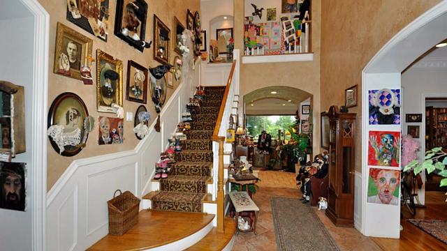 Nightmare mansion for sale is filled with taxidermy and mannequins. Would you sleep there?