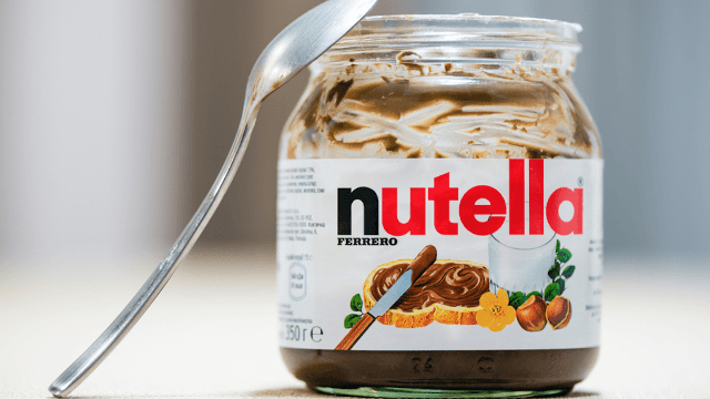 Someone separated all the ingredients in a jar of Nutella and it's not so appetizing.