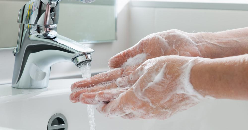 Woman's boyfriend threatens to leave her when she demands he wash his hands. The internet has some thoughts.