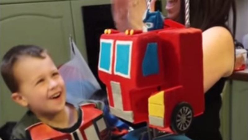 These showoff parents made a moving Optimus Prime cake for their son's birthday.