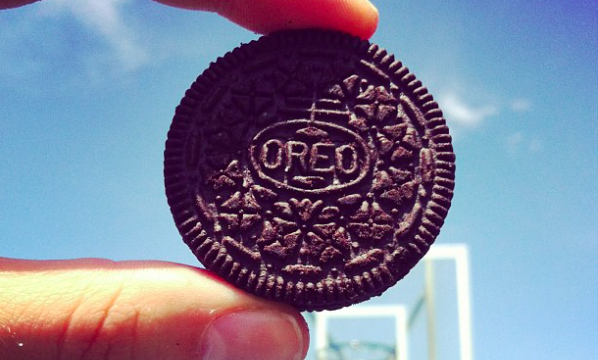 Oreo Dunk Experiment Reveals Perfect Length of Time for Dunking Cookies in Milk