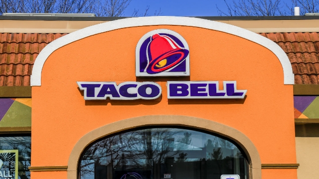 Penn state students held a candlelit vigil for a closed Taco Bell and people are responding.
