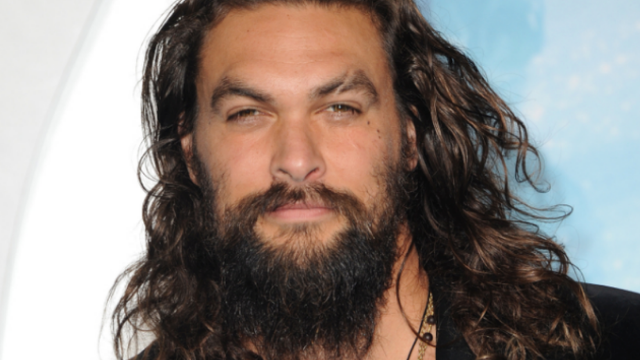 People are saying Jason Momoa has a 'dad bod' in new pic.