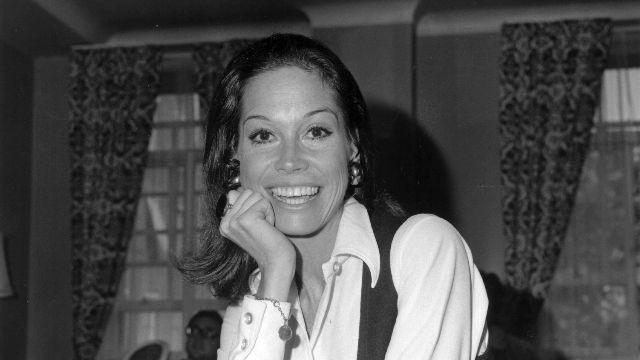 Someone needs to tell 'People' that Mary Tyler Moore was more than just a 'sexy housewife.'