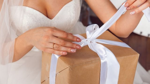 People react to bride's post complaining about receiving K-Mart towels as a wedding gift.